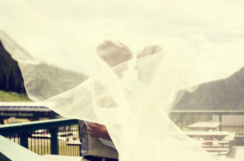 Wedding Day Timeline | Couple in the Mountains